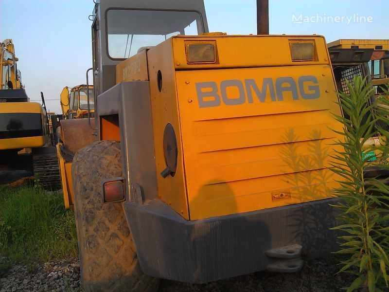 BOMAG BW217D-2 compactador de terras