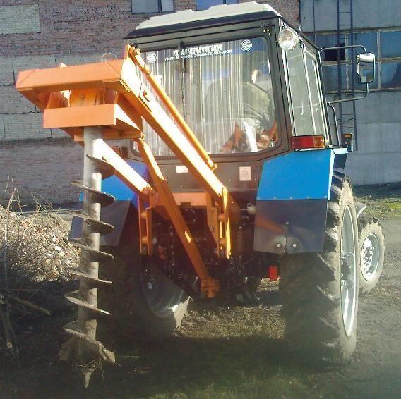 Yamokopatel (yamobur) navesnoy marki BAM 1,3 na baze traktora MTZ outra