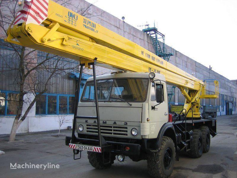 KAMAZ plataforma sobre camião