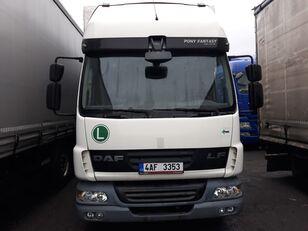 camião de toldo DAF LF 45 180