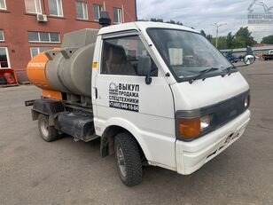 camião de transporte de combustivel NISSAN vanette