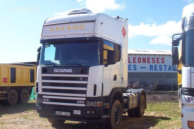 SCANIA L420 camião tractor