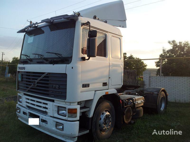VOLVO F 12 camião tractor
