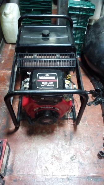 SDMO Briggs&Stratton Vanguard 570ccm 20HP V Twin  gerador