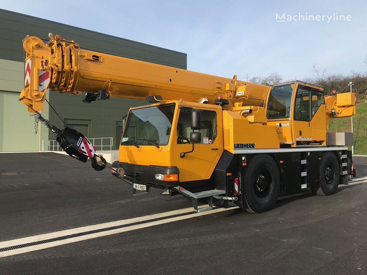 grua móvel LIEBHERR LTM1040-2.1, Low kilometres, Excellent Condition