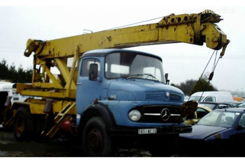 MERCEDES-BENZ 1013 grua móvel