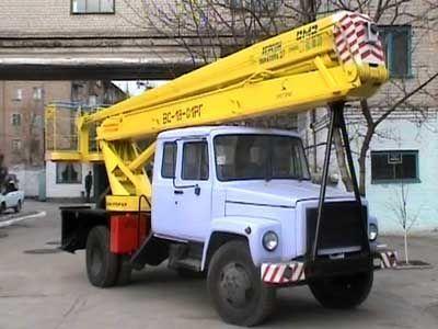 GAZ VS—18 Podemnik VS—18 s 5ti mestnoy kabinoy  plataforma sobre camião