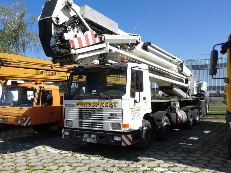VOLVO BRONTO SKYLIFT 50-3T3 plataforma sobre camião