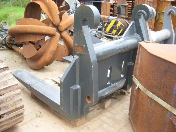 VOLVO (392) 28 t Steingabel / Stonefork forcado