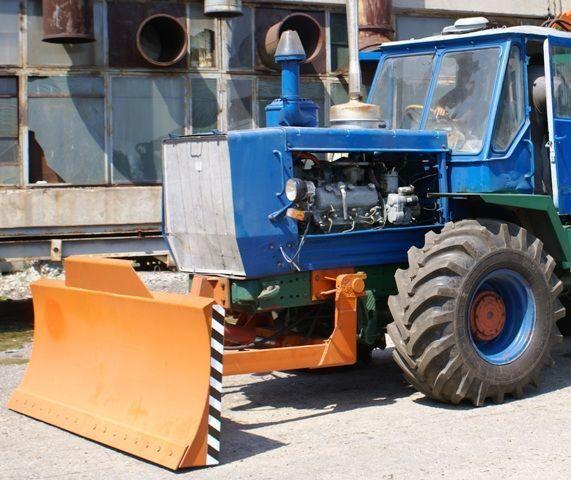HTZ Buldozernoe oborudovanie (otval, lopata) na traktorah HTZ 150K pá niveladora