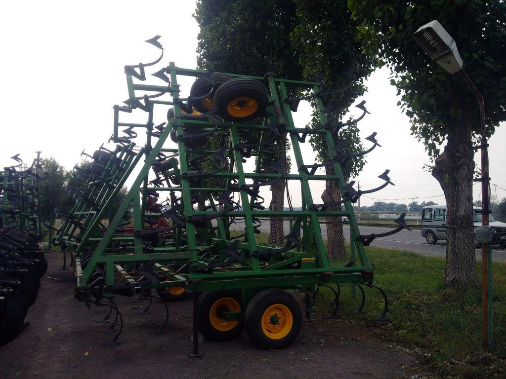 JOHN DEERE 960 - 12.0 m. cultivador
