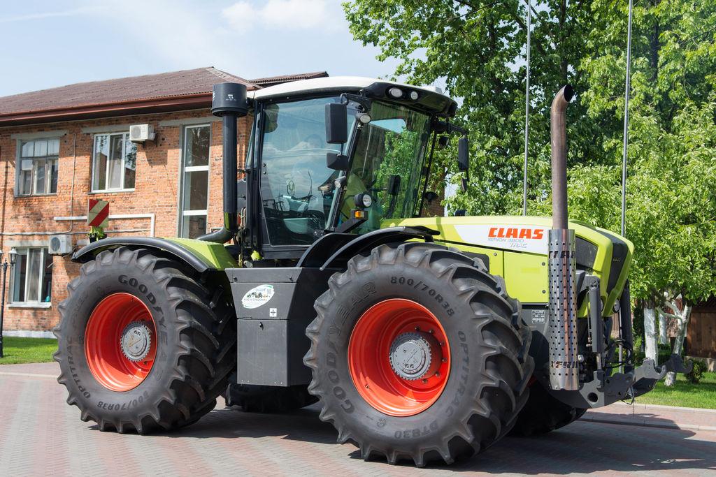 trator de rodas CLAAS Xerion 3800