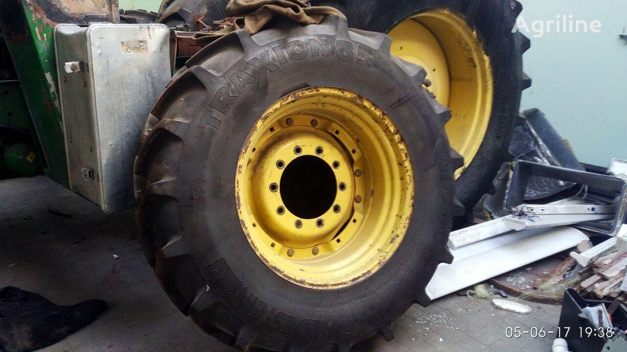 trator de rodas JOHN DEERE 7810 acidentados