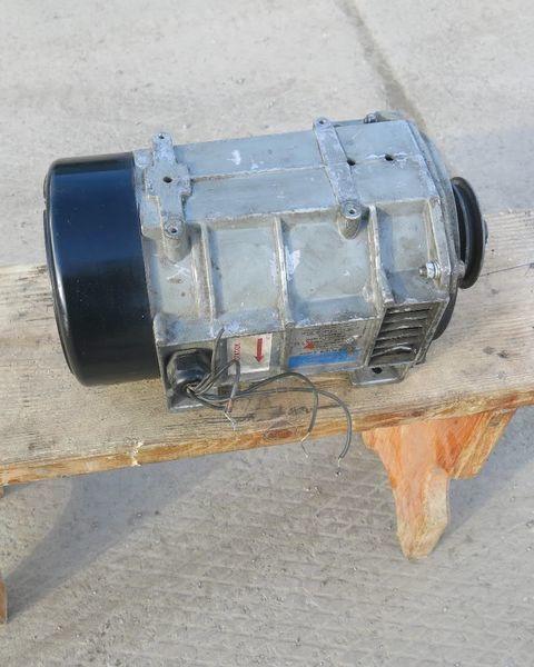 Generator holodilnoy ustanovki Karier.Carrier Karier. Carrier alternador para Carrier semi-reboque