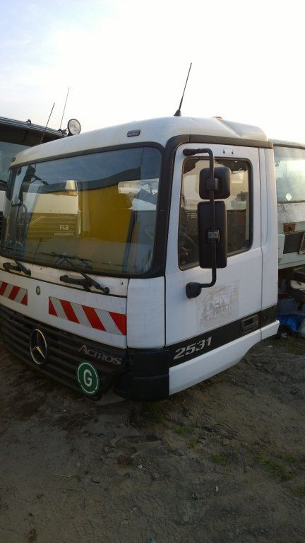 cabina para MERCEDES-BENZ Actros Budowlana dzienna 11500 zl camião