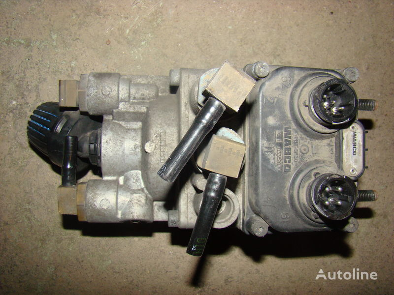 DAF 105XF foot brake valve 1455027 grua para DAF 105XF camião tractor