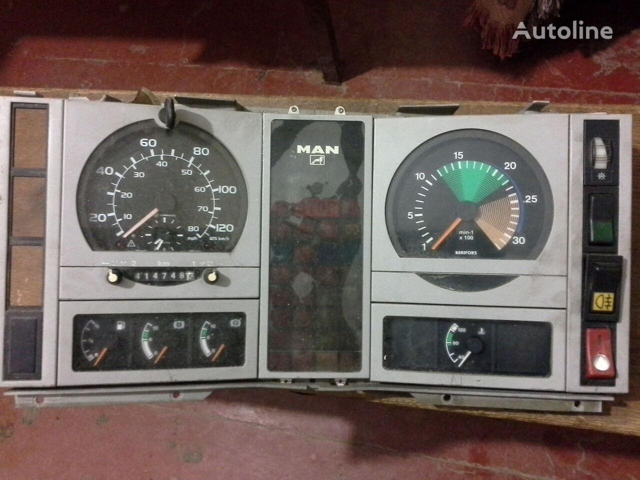 MAN Spidometr Tahometr originalni zapchasti kabini tacógrafo para MAN  L2000 Po zapchastyam camião