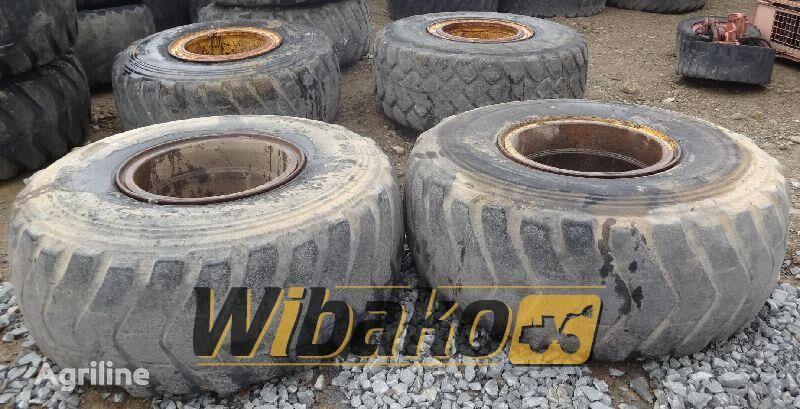 23.5/25 (12/37/31) pneu para trator