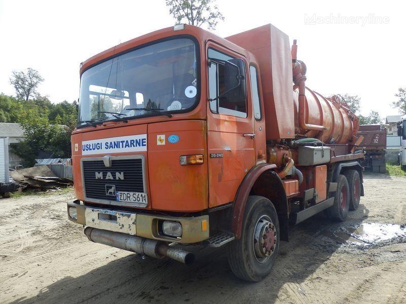 MAN 26.240 6x6 camião aspirador