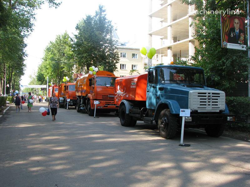 ZIL Kanalopromyvochnaya mashina KO-502D camião de limpeza e desobstrução de fossas