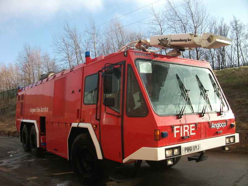 ## FOR HIRE # ANGLOCO AIRPORT FIRE FIGHTING VEHICLE / KRONENBURG carro de bombeiros do aeroporto