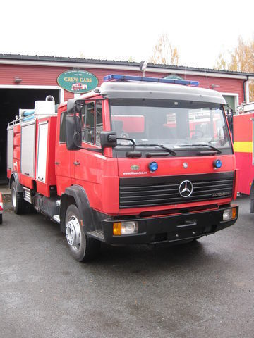 MERCEDES-BENZ 1320 carro de bombeiros